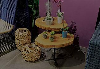 Mesa lateral rústica em madeira maciça. ArboREAL Móveis Rústicos em Madeira Maciça