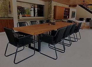 Mesa de jantar rústica e madeira maciça. ArboREAL Móveis Rústicos em Madeira Maciça