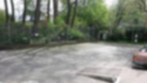 Hunde Physio Therapie Praxis Aussenansicht mit Parkplatz