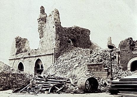 Visuel : Ruines du Beffroi ,1918, CollectionFLAHAULT