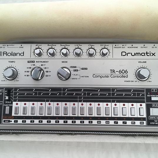 Roland TR606