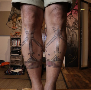 fishtraps-hand-tapping.tattoo-bali.jpeg