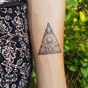triangle-handpoking-traditional-tattoo-b