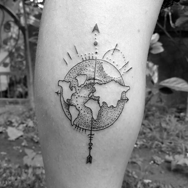 world-arrow-handpoking-traditional-tatto