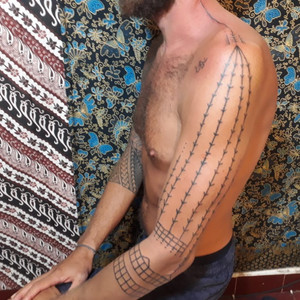 traditional-tattoo-tapping-mentwai-arm