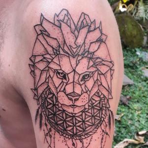 machine-tattoo-lion-floweroflife