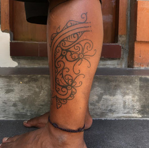 traditionla-tattoo-hand-tapping-mentawai