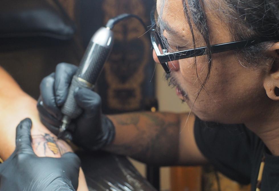 tattoo-artist-Areu-Pendul_edited.jpg