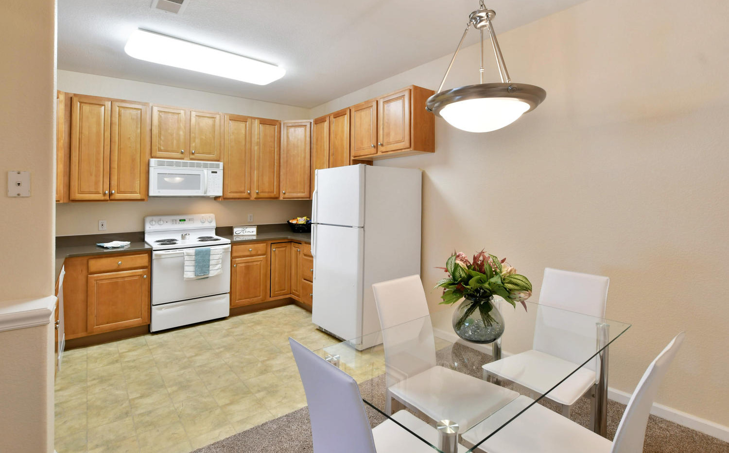 One bedroom kitchen and dining area