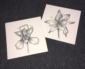 BLACK AND WHITE FLOWERS ON CERAMIC TILES