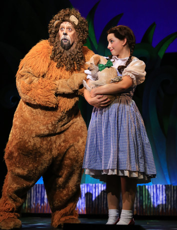 Dorothy and Lion in OZ