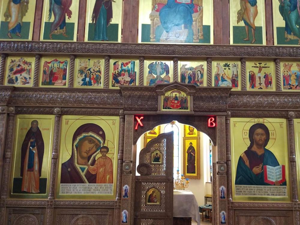 Световые буквы в храме к Пасхе