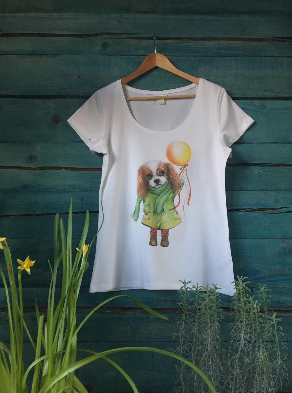 Женская белая футболка с собакой