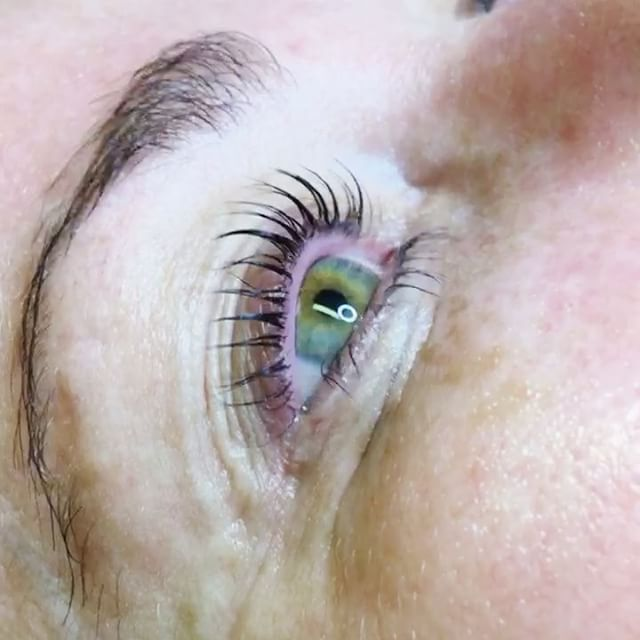 With Lash Lift you can simply enjoy the look of your natural lashes..