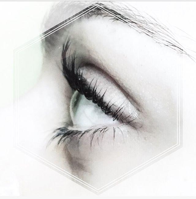 • No Mascara - Just Lift + Tint • #canyouimagine #seriouslength #elnatural ._._