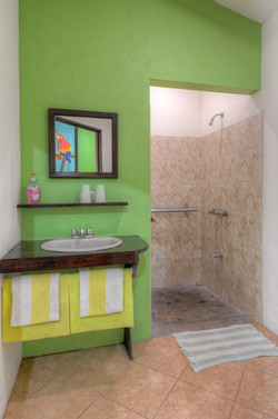 Green cabina bathroom
