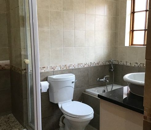 BC 05 Main Bathroom v.jpg