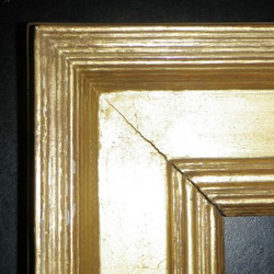 Square frame with separating corners