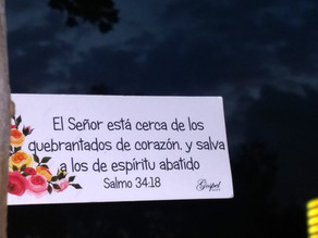 El Señor está cerca de los quebrantados de corazón, y salva a los de espíritu abatido. Salmo 34:18
