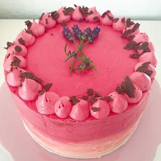 #Ombre #cake mit frischen #Erdbeeren 🍓