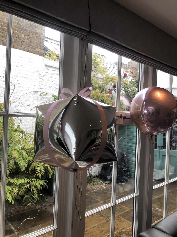 Cubez Present Balloon
