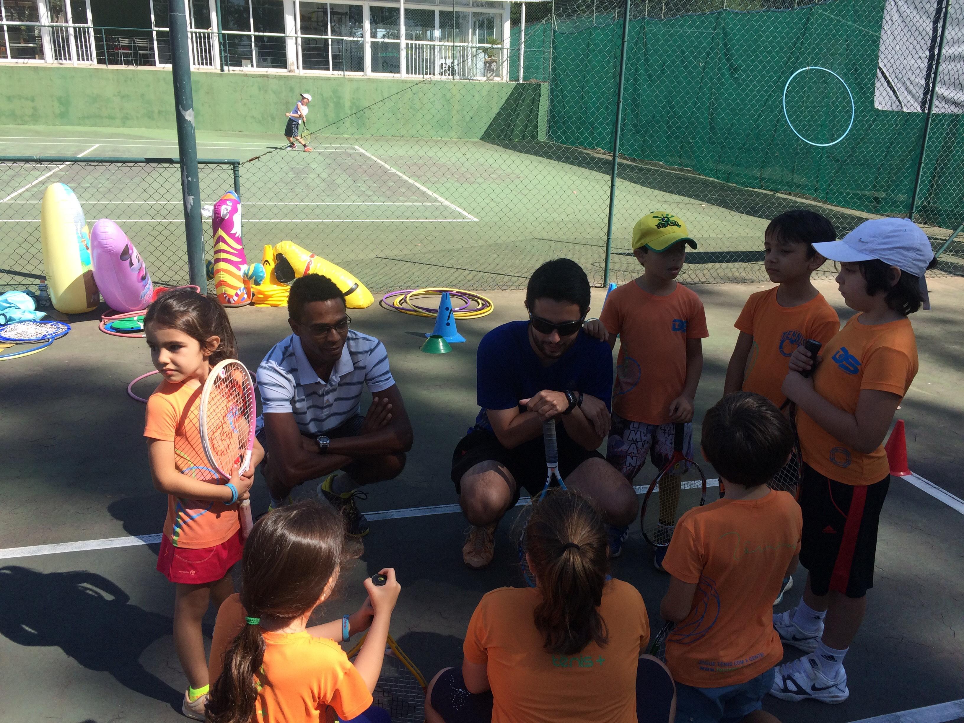 Aula tênis criança