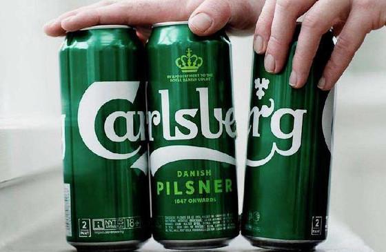 Вместо упаковки банки c пивом решили приклеивать друг к другу