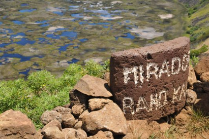 13.火山口湖 Rano Raraku (1).jpg
