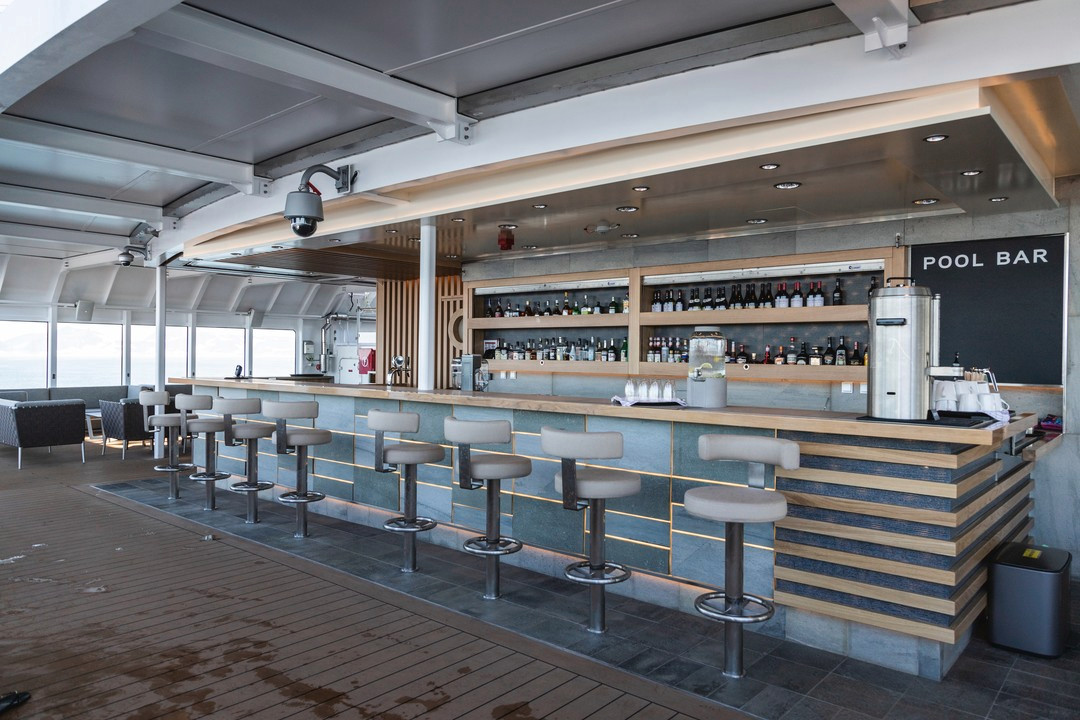 The-Pool-Bar-MS-Roald-Amundsen-HGR-13772