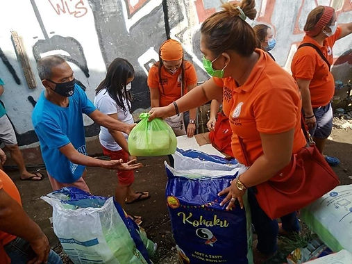 Pulong distributes food packs to flashflood-affected families