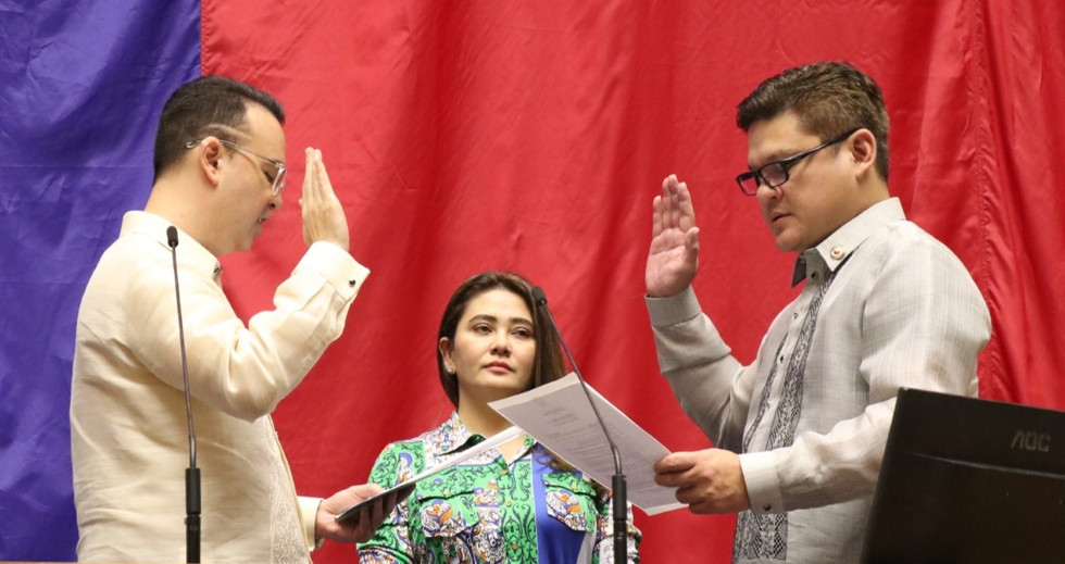 Davao City First Congressional District Representative Paolo Z. Duterte took his oath at the House of Representatives on July 23, 2019. Speaker Alan Peter Cayetano administered the oath toa total of 12 deputy speakers in the plenary, a day after their appointments.