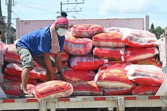 Pulong gives relief aid to Davao fire victims (Davao Breaking News)