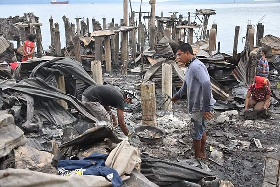 Pulong gives relief aid to Davao fire victims