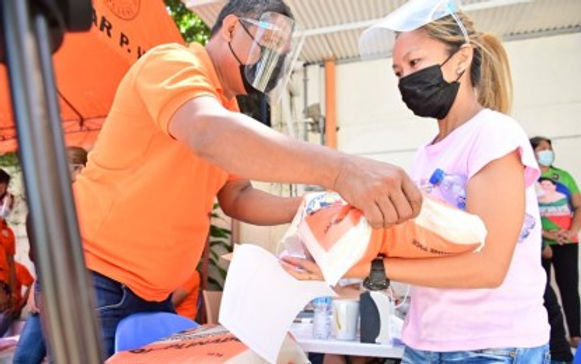 'Pulong' distributes cash, rice aid to fire victims