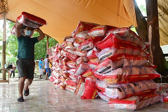 More than 3,000 fisherfolks receive rice from First Congressional District Office