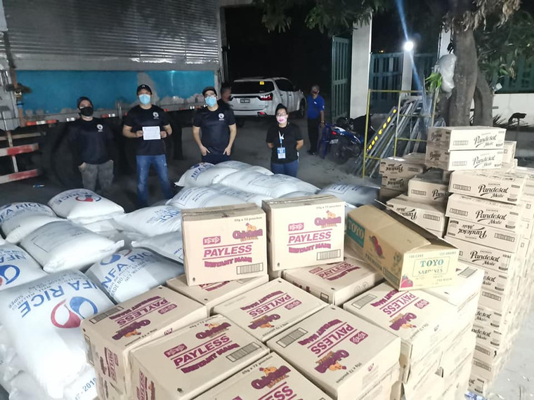 Sharing relief goods to Antipolo City.