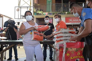 Davao City 1st District Rep. Paolo Duterte's team distributes cash and rice packs to over 20 fire victims in Brgy. 76-A Bucana on Thursday