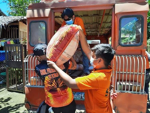 Pulong Duterte provides aid to typhoon victims