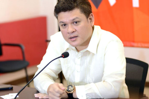 Davao Lawmaker Helps Poor College Students