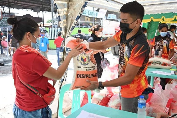 Pulong gives relief aid to Davao fire victims (Mindanao Daily Mirror)