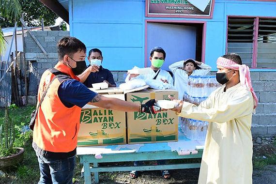 Rep. Pulong Duterte distributes food packs in Davao for Ramadan