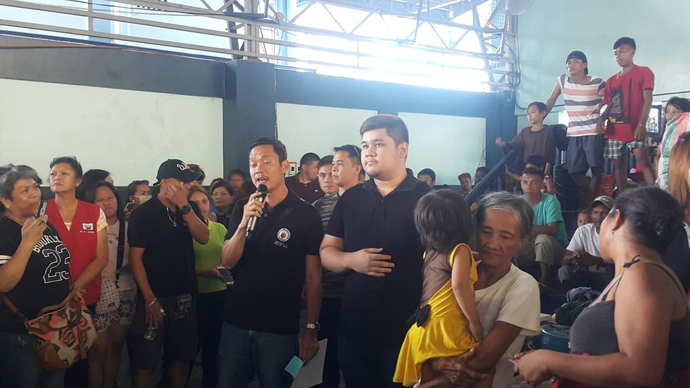 With Rodrigo Duterte II in distribution of financial assistance to Bangkerohan fire victims (Jan 2020).