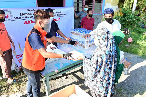 1st Congressional District Office distributes food packs to Muslim communities in Davao City during Ramadan