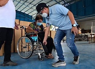 Office of Rep. Pulong Duterte distributes wheelchairs for senior citizens in Davao City