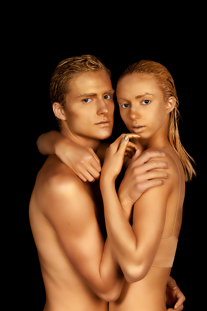 gold bodypainting couple