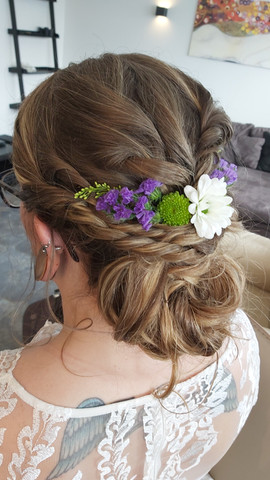 Bridal hair stylist Iceland