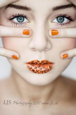 leopard lips orange nails