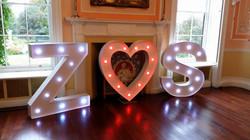 Obří svítící iniciály+srdce