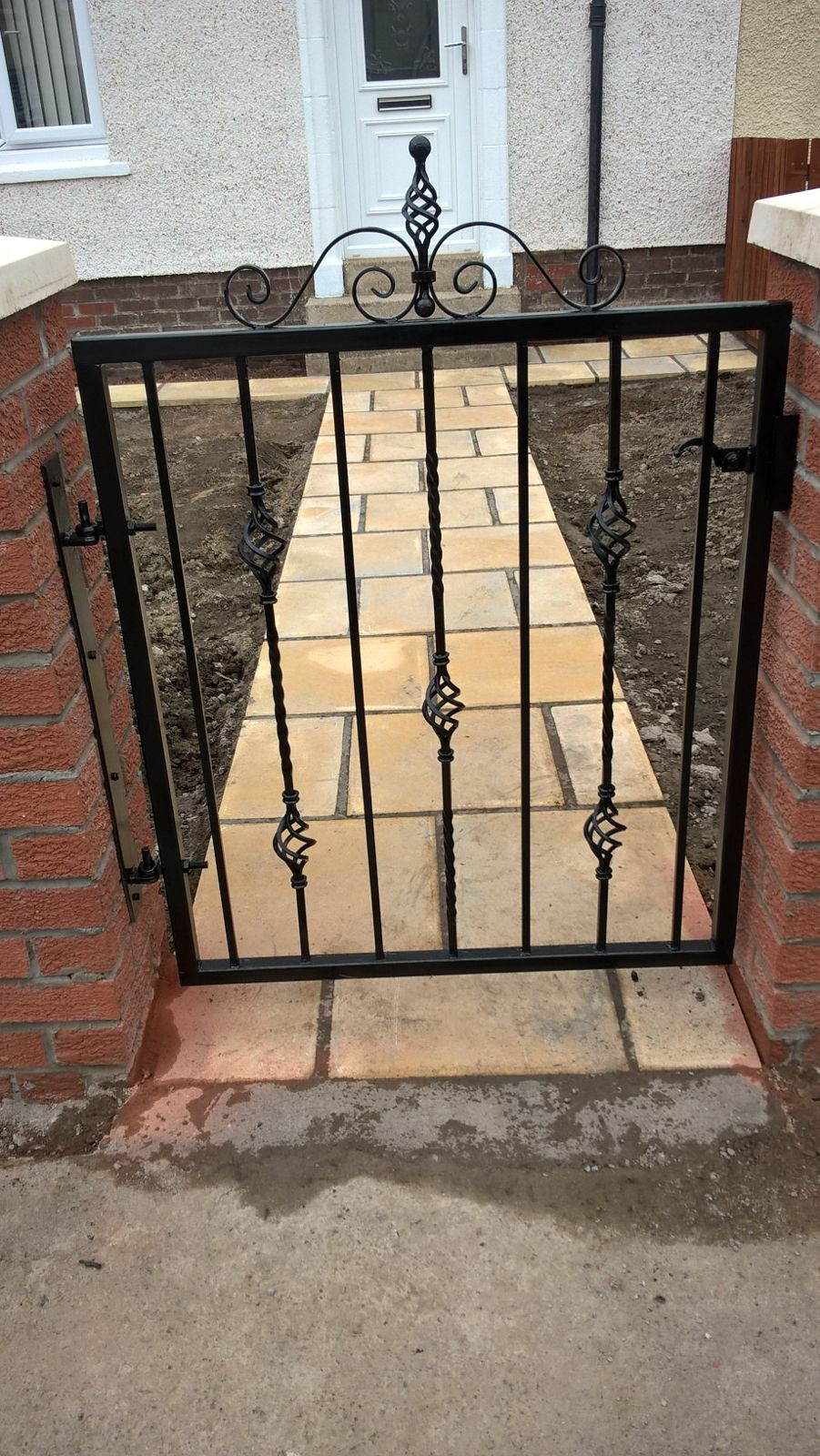metal path gate larkhall