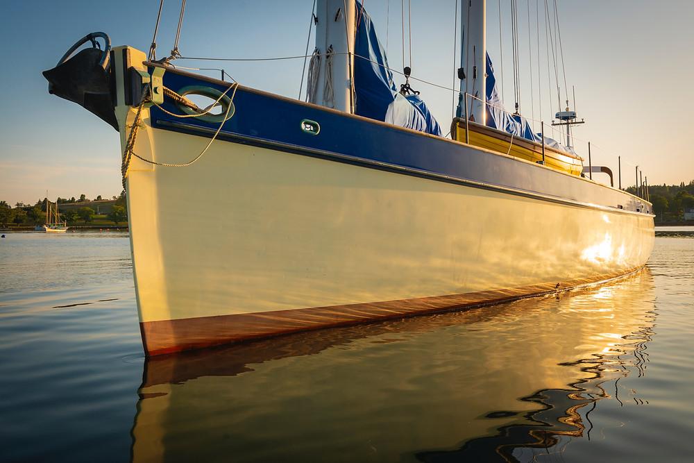 voilier dans l'eau